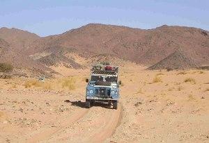 Landrover in Sahara
