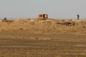 Moroccansoldiersstandbehind